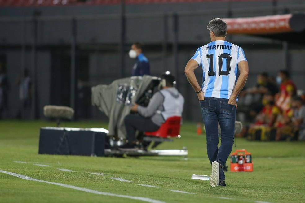 Renato Portaluppi homenageia Diego Maradona na Libertadores — Foto: Staff Images/Conmebol