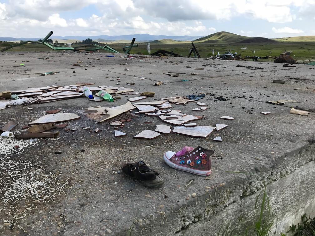 Rastro de destruição no palco do Micaraima: 79 venezuelanos viviam lá até o sábado (18) (Foto: Alan Chaves/G1 RR)