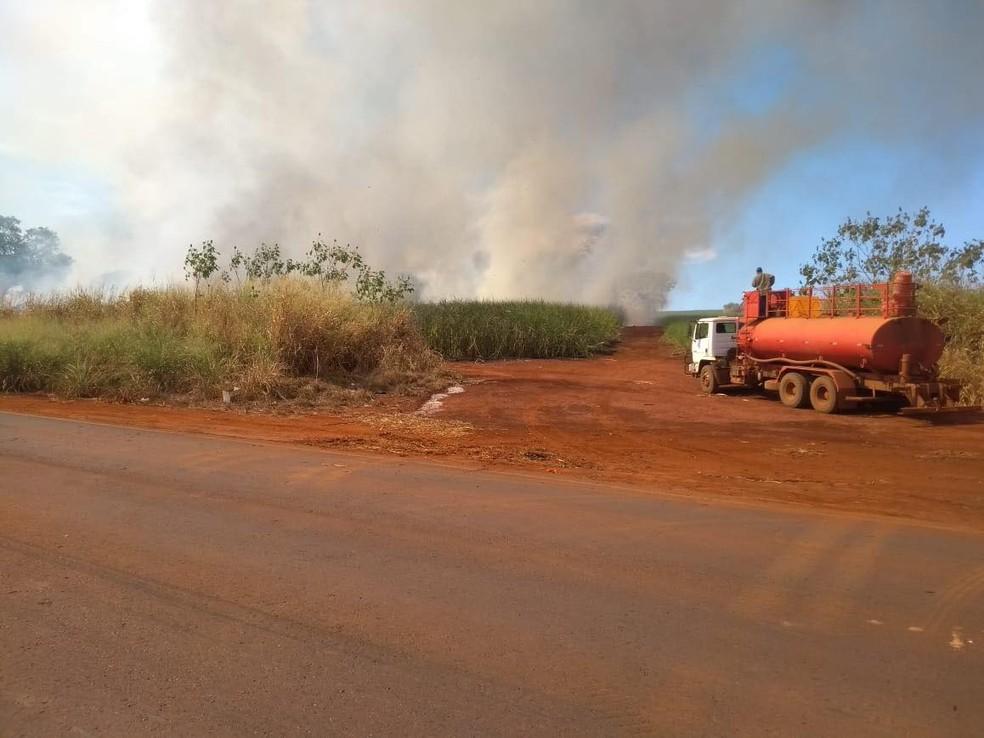 Incêndio ocorreu na tarde de sexta-feira (29) (Foto: Corpo de Bombeiros/Divulgação)