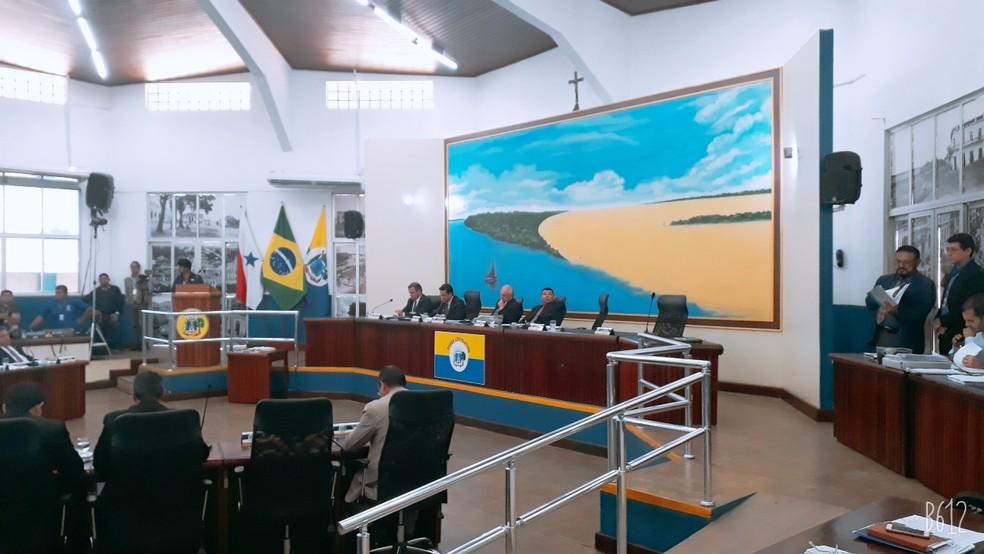 Vereadores rejeitaram por unanimidade o pedido de cassação do mandato de Mano Dadai — Foto: Marcos Santos/Tv Tapajós
