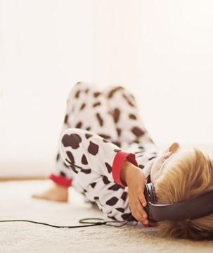 5 podcasts infantis para ouvir na quarentena com os filhos