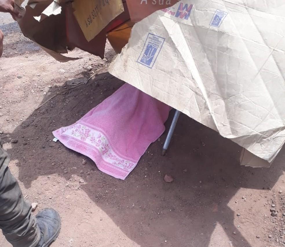 -  Em acidente no Pará, pai dá ré em caminhão e acaba atropelando a filha na PA-252.  Foto: Reprodução / Polícia Militar