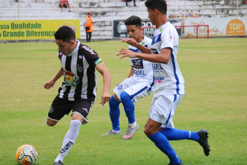 Atlético-ES e Vitória-ES decidiram a Copa Espírito Santo 2018 e se enfrentam na abertura do Capixaba 2019 — Foto: Daniel Pasti