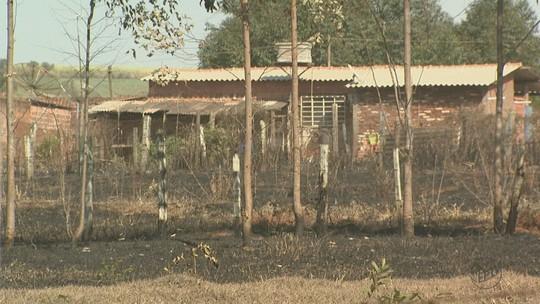 Queimada em reserva natural já dura 4 dias e preocupa distrito de São Carlos, SP