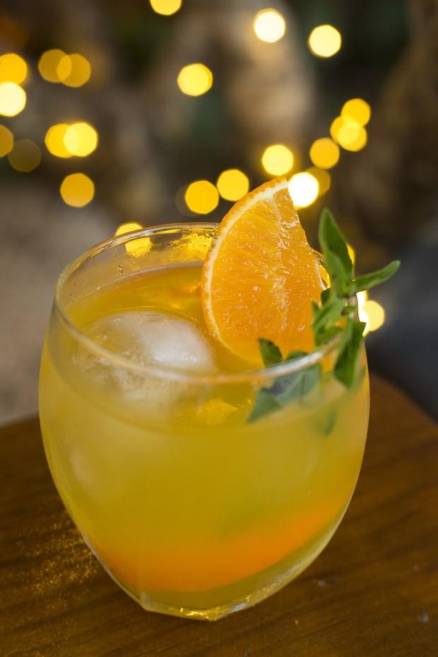 Drinque verde e amarelo feito com tequila combina Brasil e México (Foto: Johnny Mazzilli)
