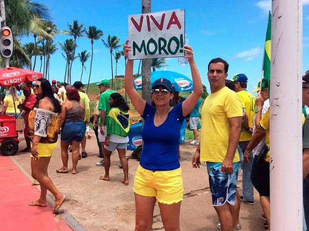 Manifestantes demonstra apoio ao juiz Sérgio Moro (Foto: Maiana Belo/G1)