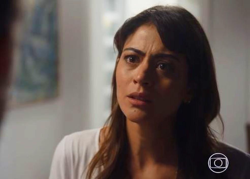 Helena (Carol Castro) decide terminar com Elias (Marco Ricca) em 'Ã?rfãos da Terra' â?? Foto: Globo