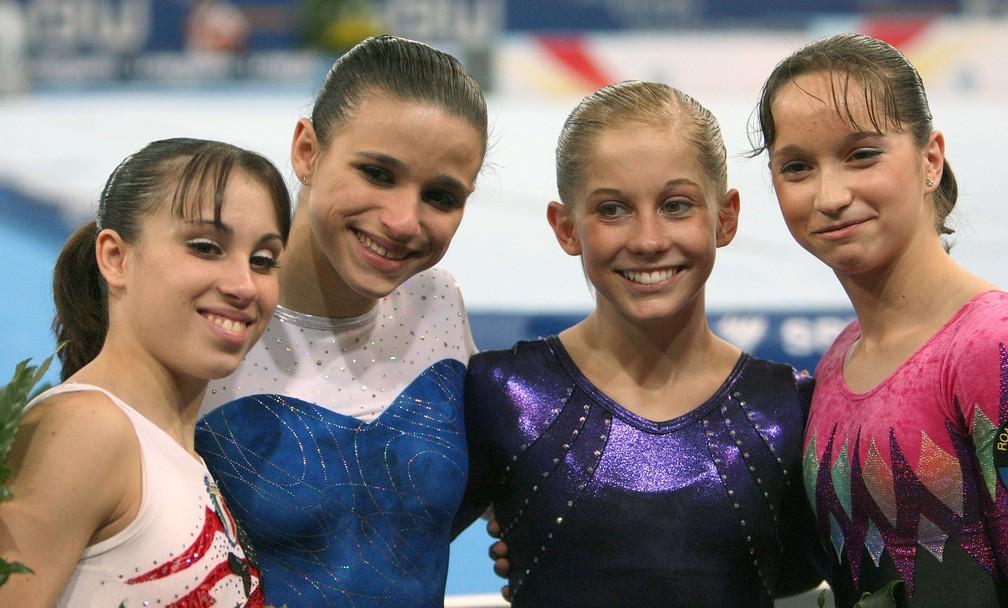 Jade Barbosa com as outras medalhistas do Mundial de 2007 — Foto: Thomas Niedermueller/Bongarts/Getty Images