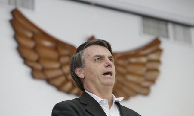 O então candidato Jair Bolsonaro em visita ao Clube da Aeronáutica, no Rio