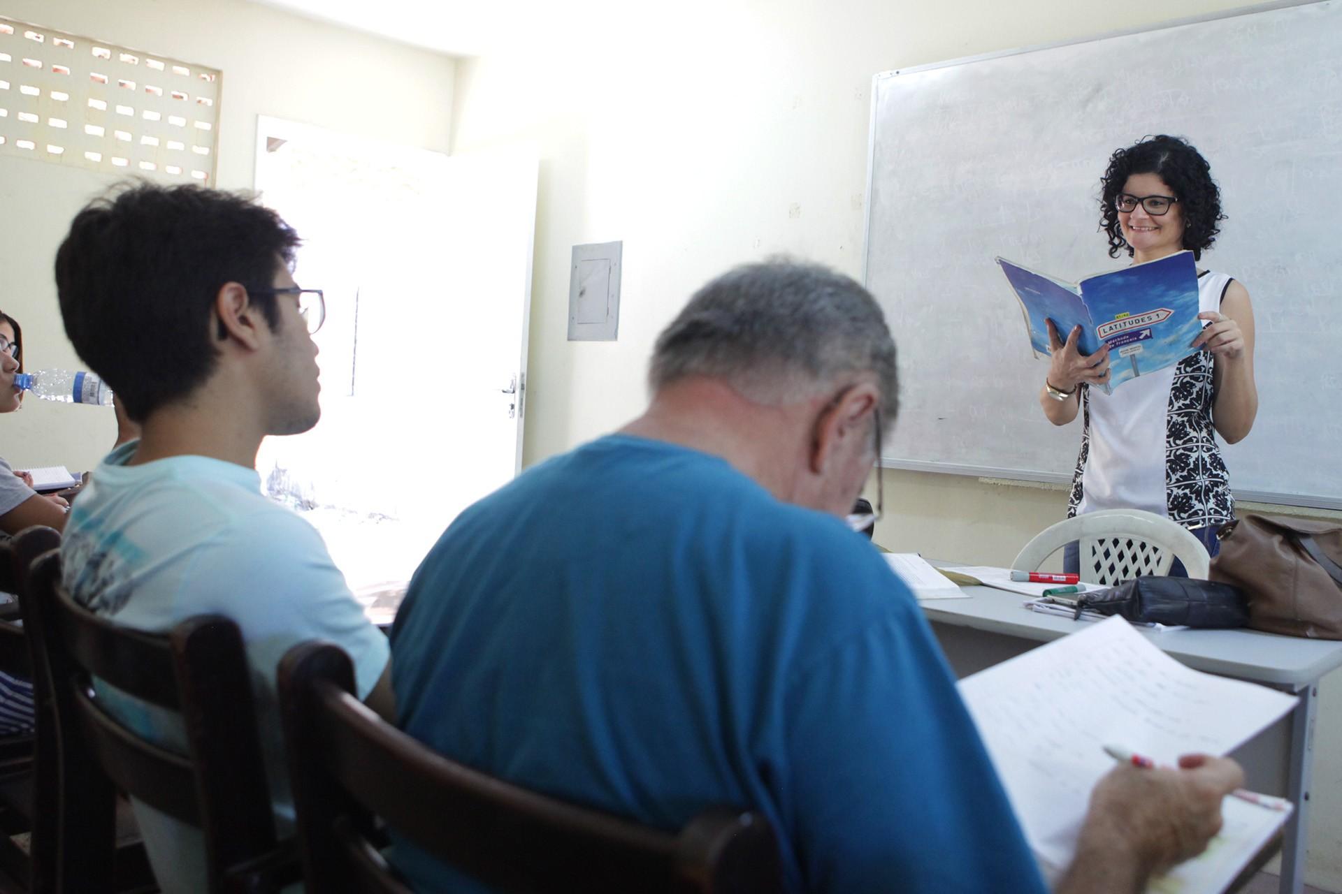 Imparh oferece 606 vagas em teste nível para cursos de idiomas, em Fortaleza