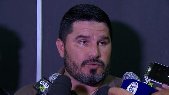 """Barroca vê tempos distintos e blinda jogadores do Botafogo: """"Responsabilidade é minha"""""""