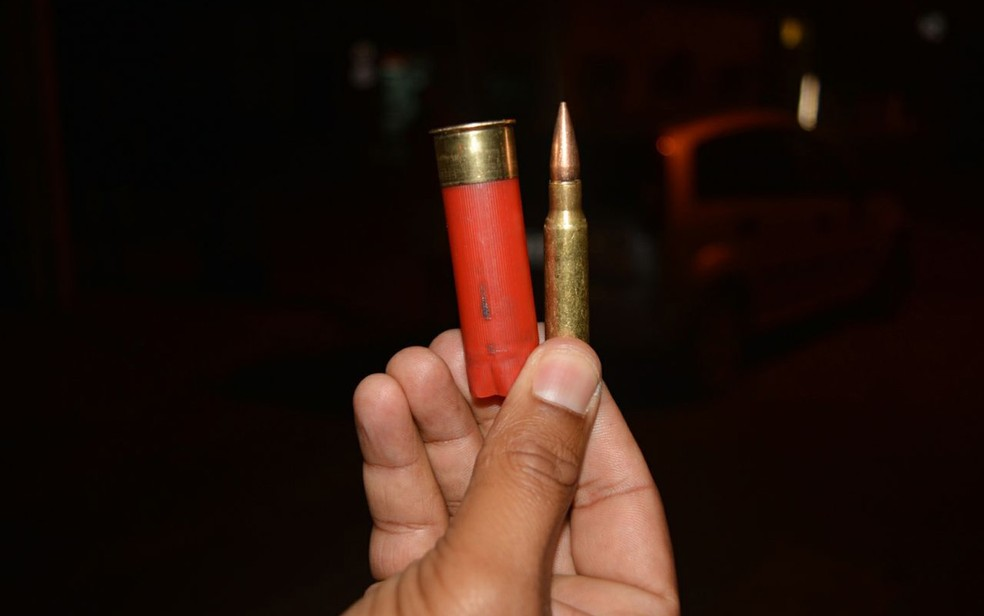 Cartuchos foram encontrados na cidade, após bandidos terem disparado para cima (Foto: João Carvalho/ Portal Jaguarari)