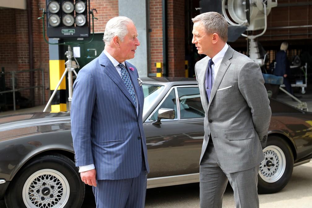 Príncipe Charles e Daniel Craig em set de novo filme de '007' â?? Foto: Chris Jackson/Reuters