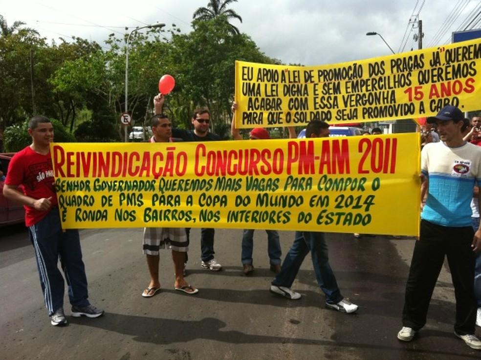 Aprovados em concurso dos Bombeiros realizaram série de protestos em Manaus — Foto: Camila Henriques