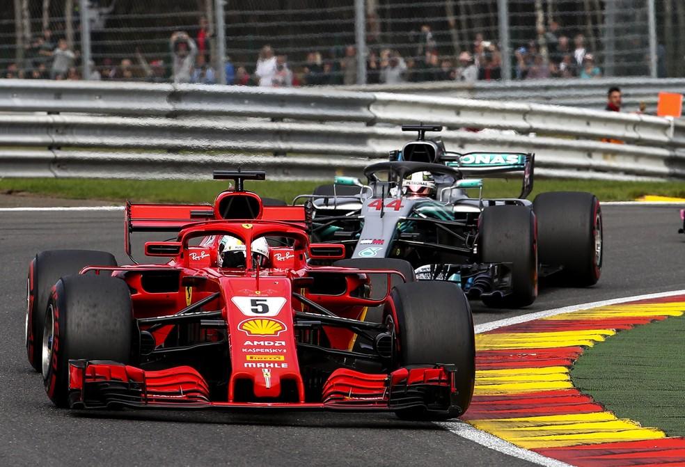 Hamilton perto de Vettel na Bélgica só mesmo no começo da prova (Foto: EFE)