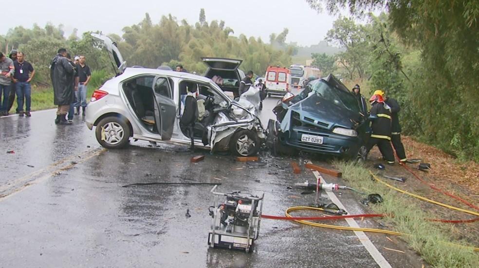 Batida entre veículos mata sete pessoas na BR-267, em Cambuquira — Foto: Reprodução EPTV