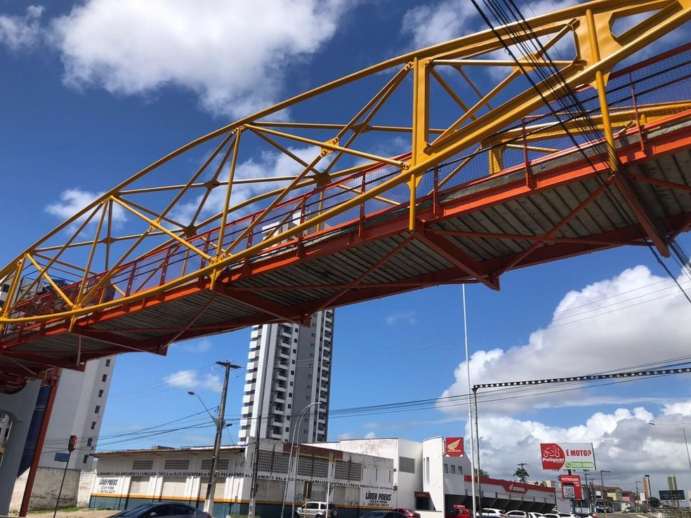 Passarela passou por obras e será liberada ao tráfego de pedestres nesta quinta-feira (14), segundo a STTU. — Foto: Divulgação