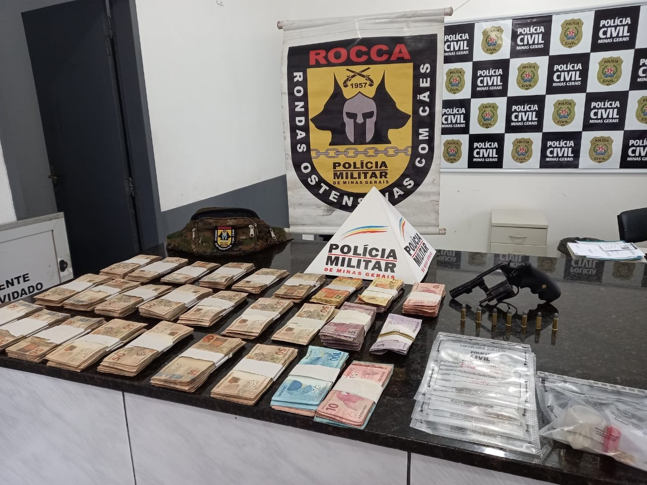 Bandidos invadem casa, fazem homem refém, roubam dinheiro e pedras preciosas