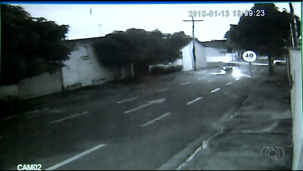 Câmera de segurança flagra atropelamento em Araguaína (Foto: Reprodução/TV Anhanguera)
