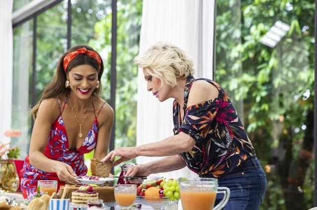 Juliana Paes e Ana Maria Braga em cena de 'A dona do pedaço' (Foto: Victor Pollak/TV Globo)
