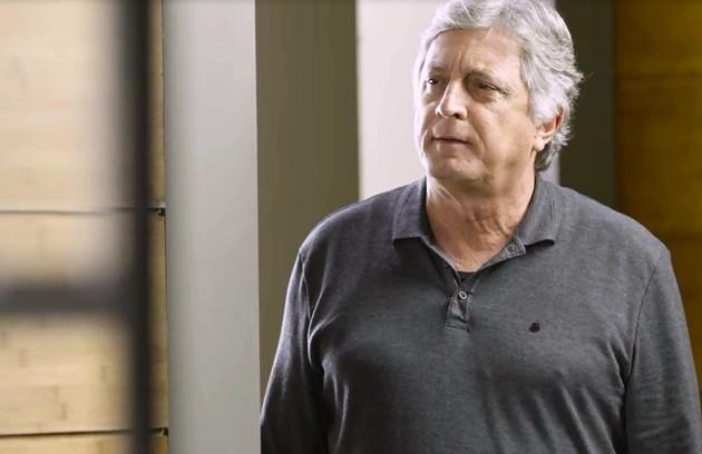 Na terça-feira (31), Machado (Eduardo Galvão) dirá para Nana e Marcos que a editora está nas mãos de Diogo (Foto: TV Globo)