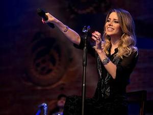 """A cantora Sandy durante show """"Meu canto"""" (Foto: NPL/Divulgação)"""