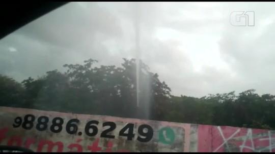 Vazamento em tubulação provoca 'gêiser' e desperdício passa de 24h na Grande Fortaleza