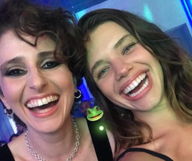 Carol Duarte e Bruna Linzmeyer (Foto: Reprodução/Instagram)