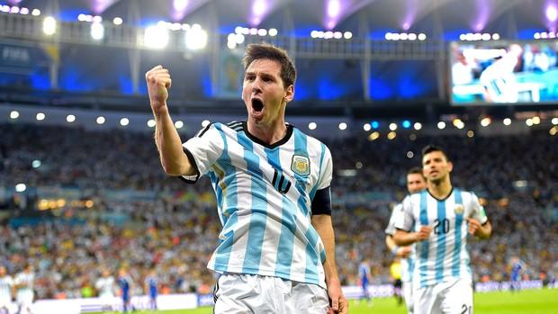 OFF - Narrador diz que Messi é maior que Pelé e dá troco em flamenguistas