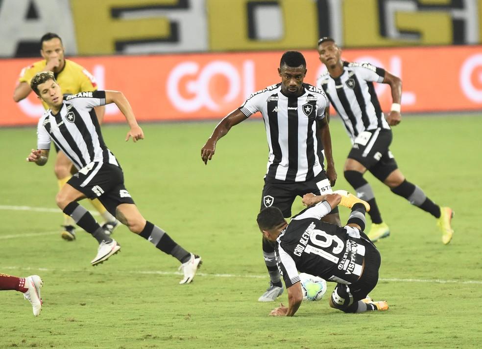 Além da derrota, time fez outro jogo ruim — Foto: André Durão/ge