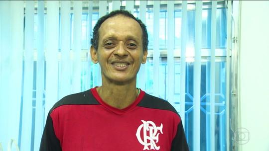 """Fã de Arrascaeta, torcedor ganha prótese dentária e espera """"estrear"""" sorriso novo com título"""