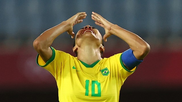 Marta lamenta derrota da seleção feminina (Foto: Reuters)