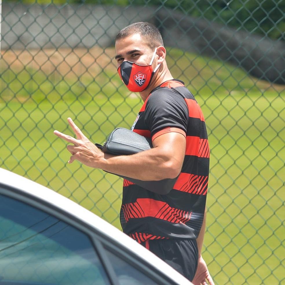 Thiago Lopes em treino do Vitória — Foto: Victor Ferreira/ Divulgação/ EC Vitória