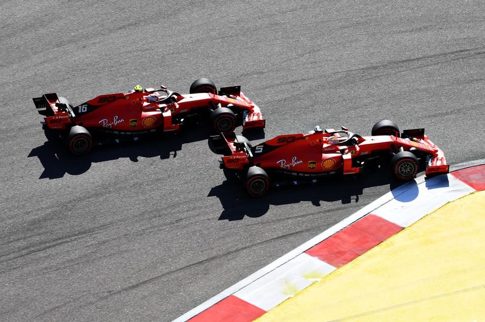 Sebastian Vettel e Charles Leclerc no GP da Rússia de 2019 — Foto: Clive Mason/Getty Images