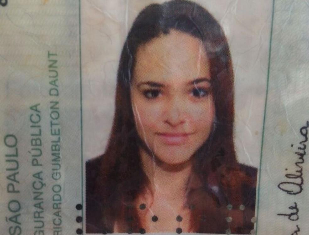 Brenda Lima de Oliveira, de 20 anos, foi morta por policial que atirou da sacada de casa em Poá (Foto: Reprodução)