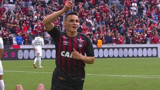 Em alta, Raphael Veiga alcança melhor temporada em números no Atlético-PR
