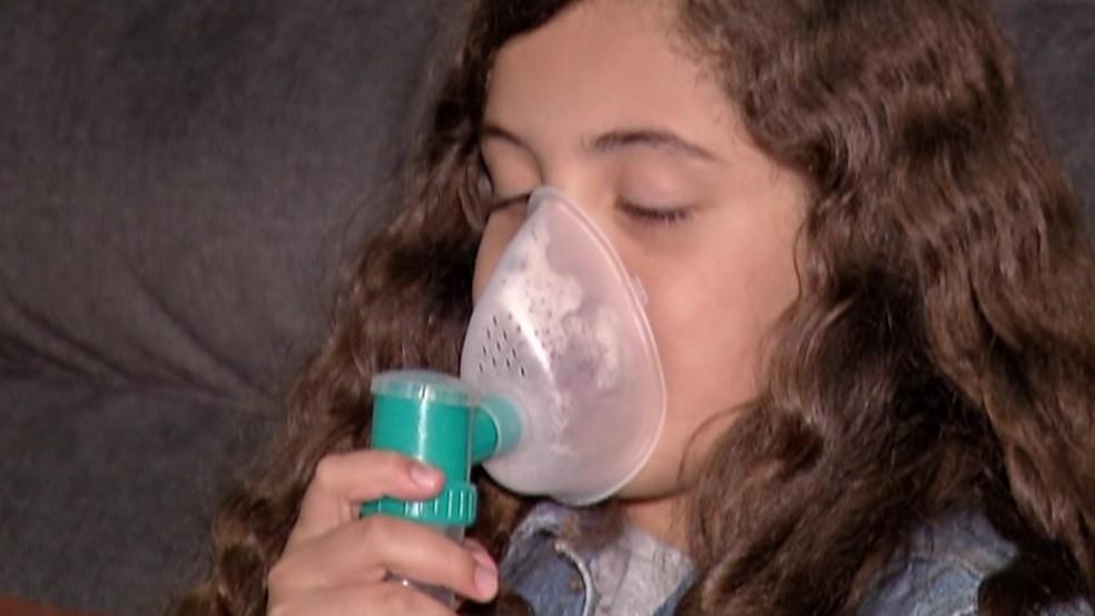 Inalação é um dos tratamento para controlar crises de asma — Foto: Reprodução/TV Diário