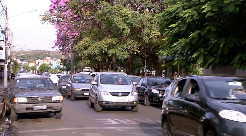 Rua de Jardinópolis, cidade de 42 mil habitantes da região de Ribeirão Preto (SP) (Foto: Reprodução/EPTV)