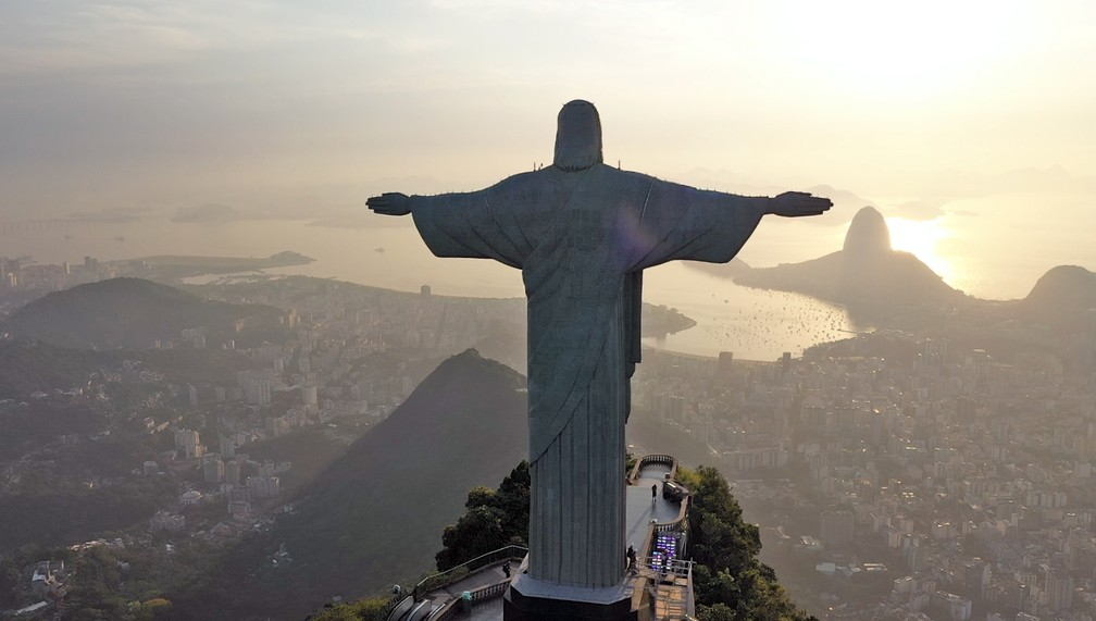 Cristo Redentor de costas — Foto: g1