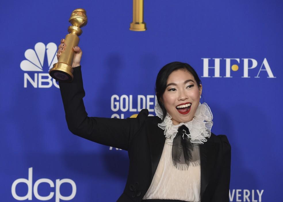 """Awkwafina vence o Globo de Ouro 2020 de melhor atriz em filme por """"The Farewell"""" — Foto: Chris Pizzello/AP"""