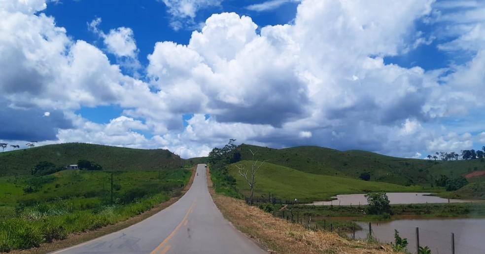 Tempo AcreSol entre nuvens e tempo abafado marcam esta quarta-feira (9) no Acre, BR-364 — Foto: Tácita Muniz/G1