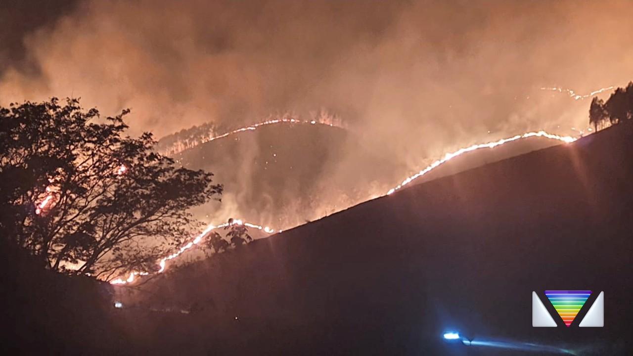 Focos de incêndios atingem áreas pela região do Vale do Paraíba
