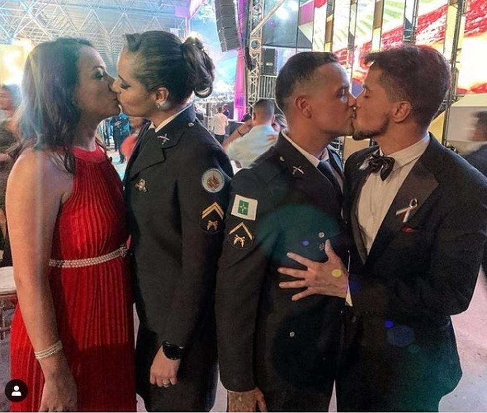 Beijo gay em formatura de PMs causa polêmica no DF — Foto: Arquivo pessoal