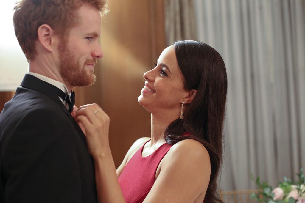 Murray Fraser e Parisa Fitz-Henley em cena de Harry e Meghan: Um Amor Real  (Foto: Michael Courtney/ divulgação)
