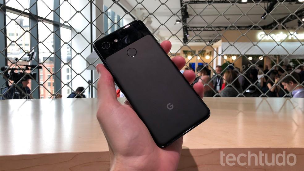 Google Pixel 3 tem câmera de 12,2 megapixels — Foto: Thássius Veloso/TechTudo