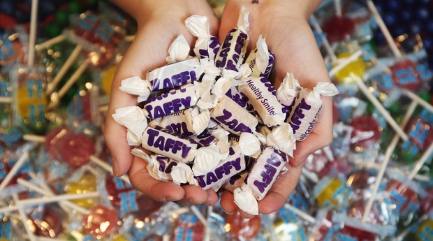 A Zollipops faz pirulitos e doces com menos açúcar para crianças (Foto: Divulgação)