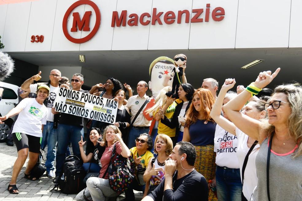 Atos contra e pró o presidente Jair Bolsonaro, acontecem nesta quarta-feira (27), em frente ao complexo Mackenzie na região da Consolação, em São Paulo — Foto: ALOISIO MAURICIO/FOTOARENA/ESTADÃO CONTEÚDO