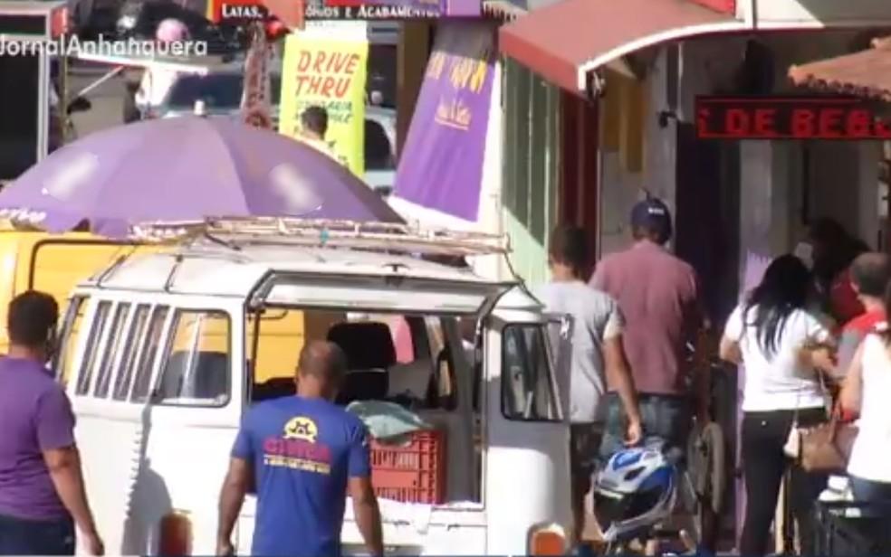 Comércio movimentado em Aparecida de Goiânia, Goiás — Foto: Reprodução/TV Anhanguera