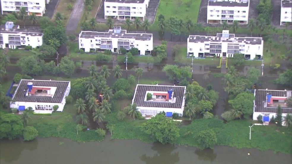 Vila Militar, na Zona Oeste, amanhece com ruas alagadas — Foto: Reprodução/TV Globo