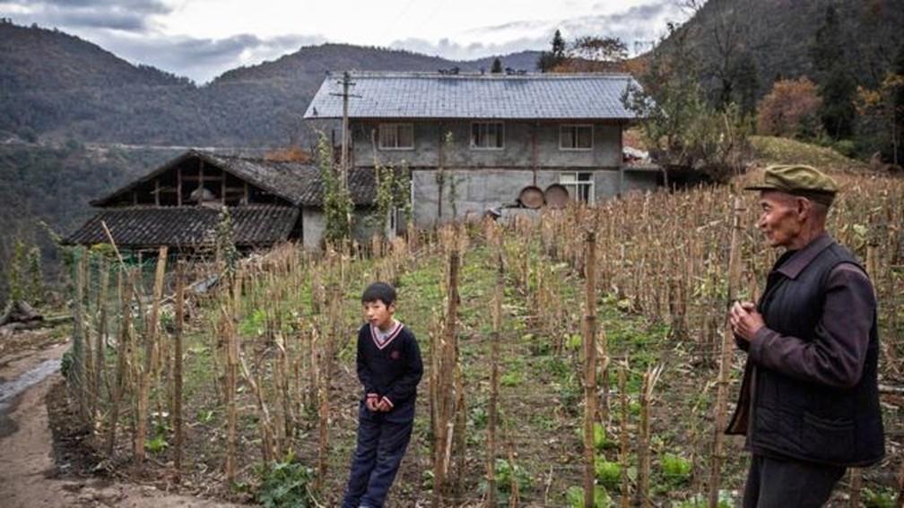 Além das mais de 1 bilhão de pessoas que vivem nas bacias dos rios abastecidos pelas geleiras, a região montanhosa tem cerca de 240 milhões de habitantes — Foto: Getty Images via BBC